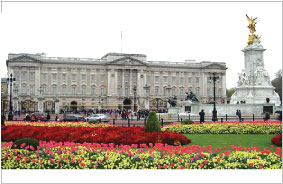 Buckingham Palace in  England has over 600 rooms