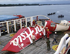 Divers find one black box of crashed AirAsia jet