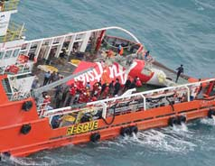 Divers retrieve 2nd black box from AirAsia flight