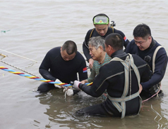 Hundreds feared dead after tour boat sinks in China