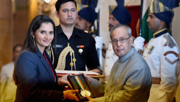 Sania Mirza receives Khel Ratna