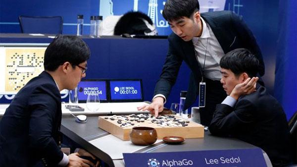 Human scores first win over AlphaGo