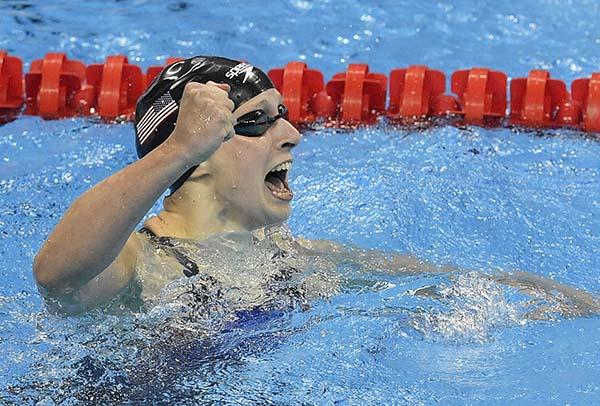 Katie Ledecky breaks 400m freestyle world record
