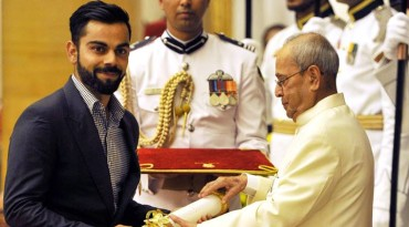 Virat Kohli receives Padma Shri at Rashtrapati Bhavan