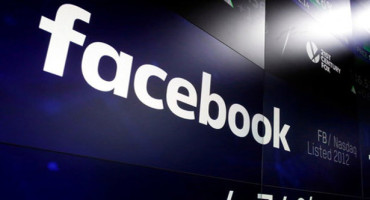 FACEBOOK TO WARN USERS IN DATA SCANDAL