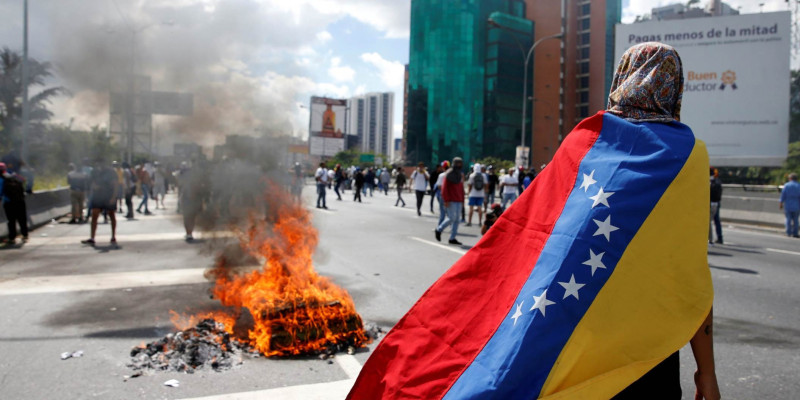 US to withdraw all staff from Venezuela amid political crisis