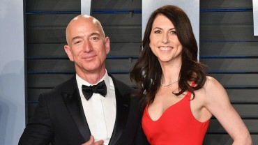 MacKenzie Bezos to give half her $35-billion Amazon fortune to charity