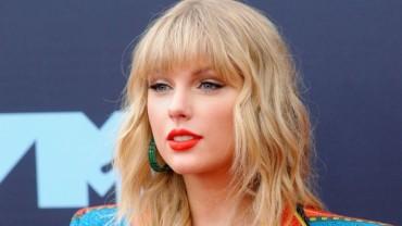 Taylor Swift loves breaking records!