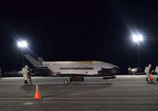 Secretive US military spaceplane lands after record 2 yrs in orbit