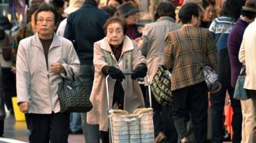 Japan Shrinks by 500,000 People