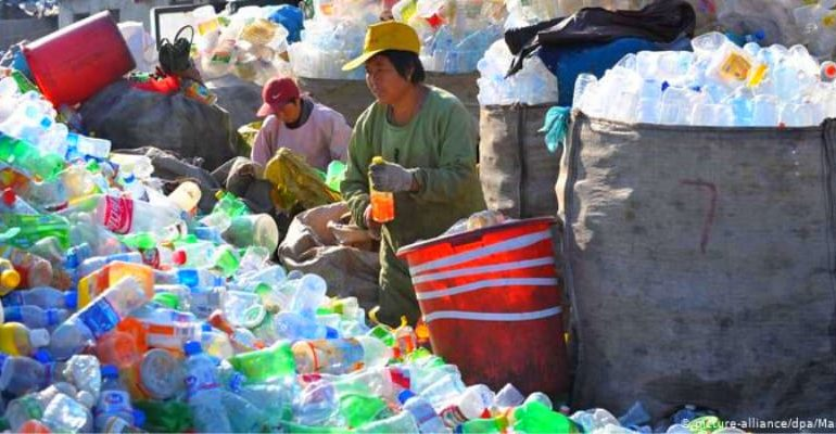 China to ban plastic bags and other items